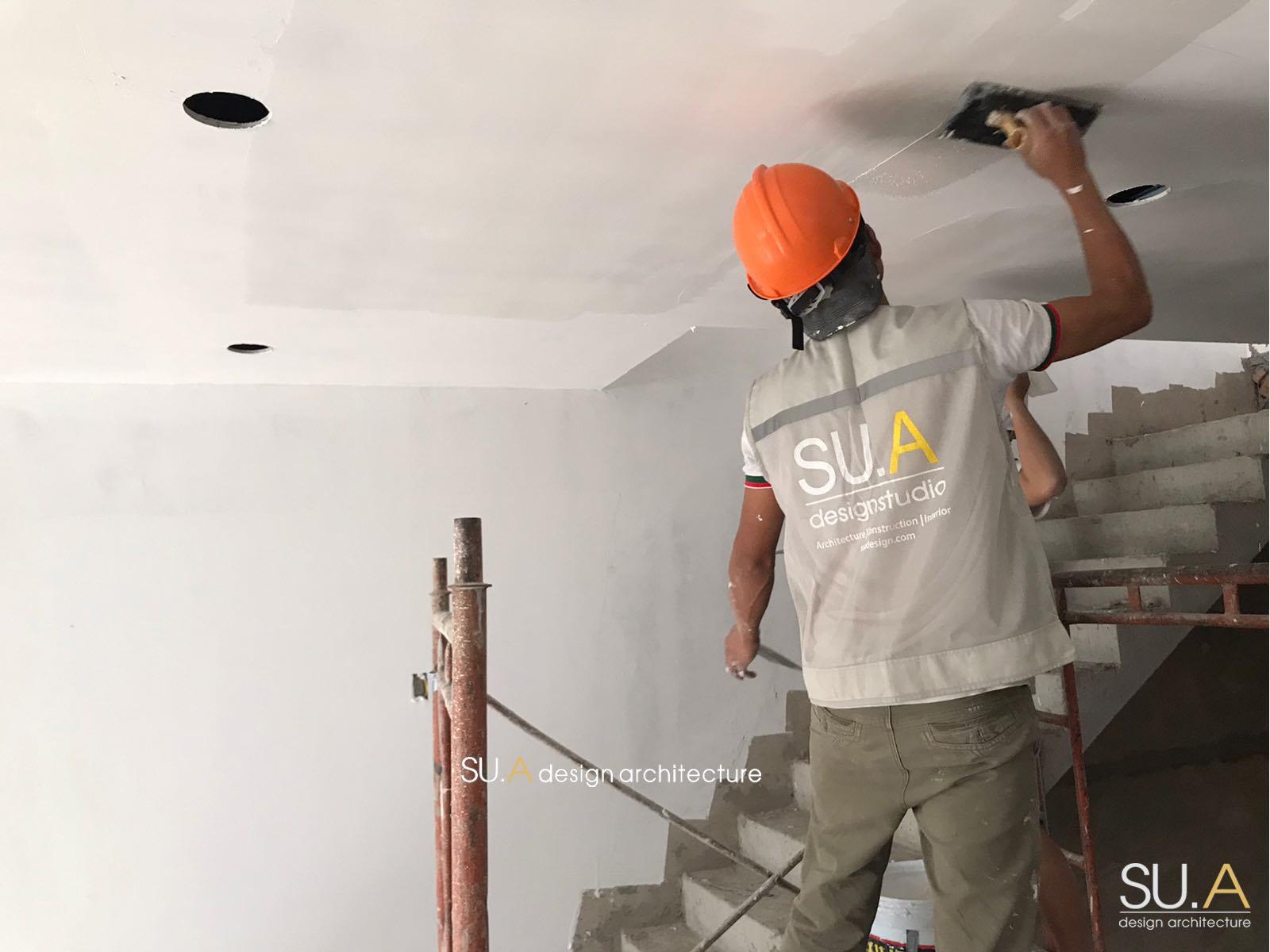 thi công thô và trét sơn trần nhà